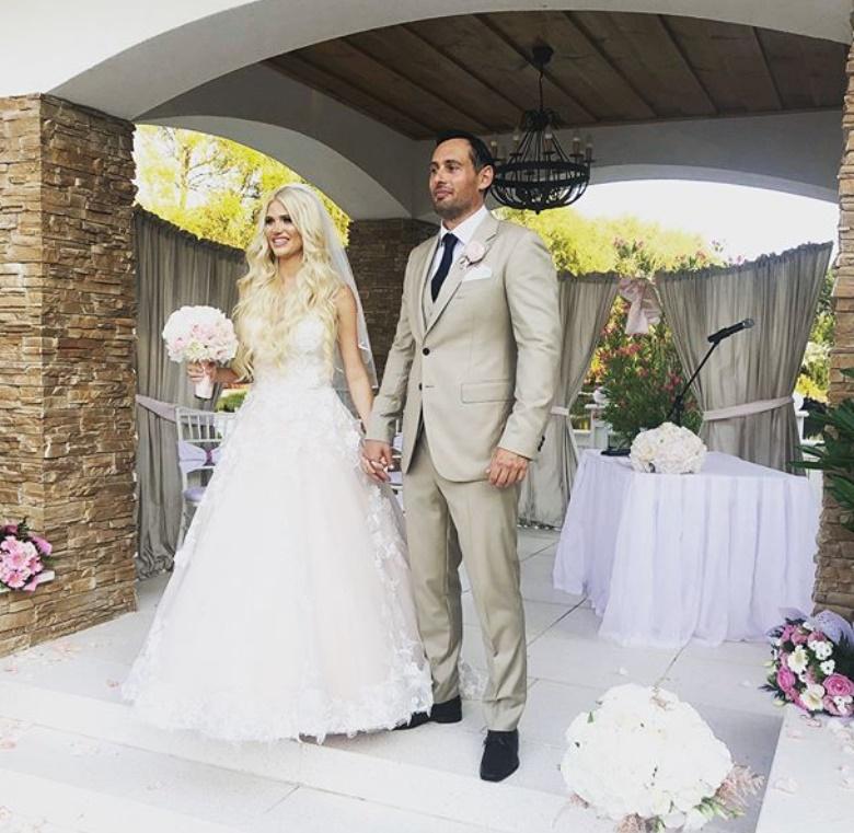 2494e6a234 Íme Vasvári Vivien második esküvői ruhája – fotók | Startlap