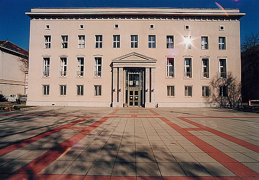 Teljesen váratlanul megduplázták a diákok tandíját a Budapesti Gazdasági  Egyetemen a61c14e072