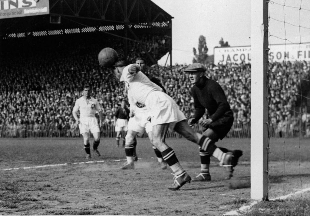 Az 1938-as vb-n a Magyarország-Svájc meccs egy jelenete.