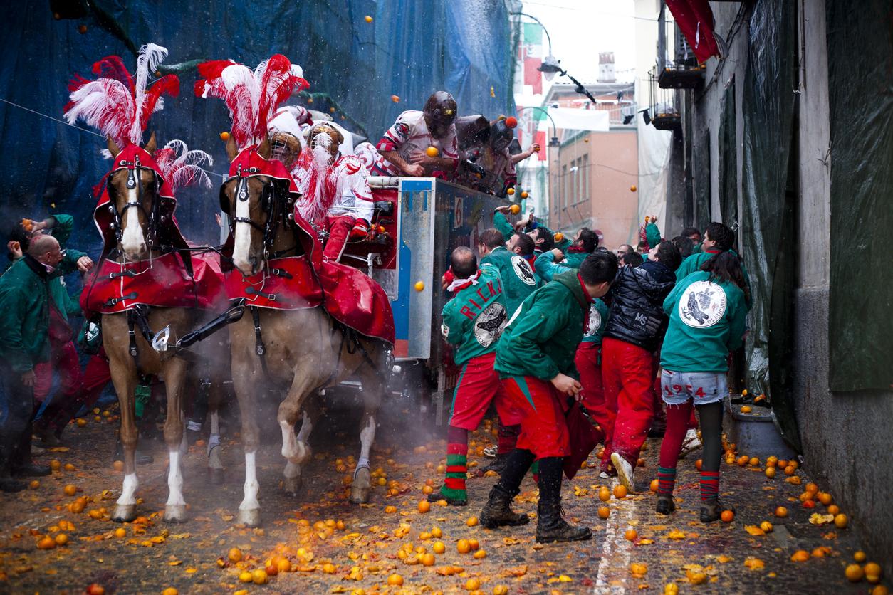 Téli fesztivál az olaszországi Ivreaban.