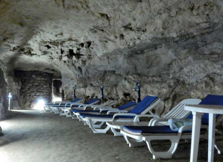 A tapolcai kórház alatt húzódó barlangjáratok egyike.