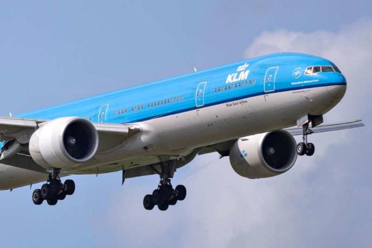 Egy KLM gép felszállás közben.