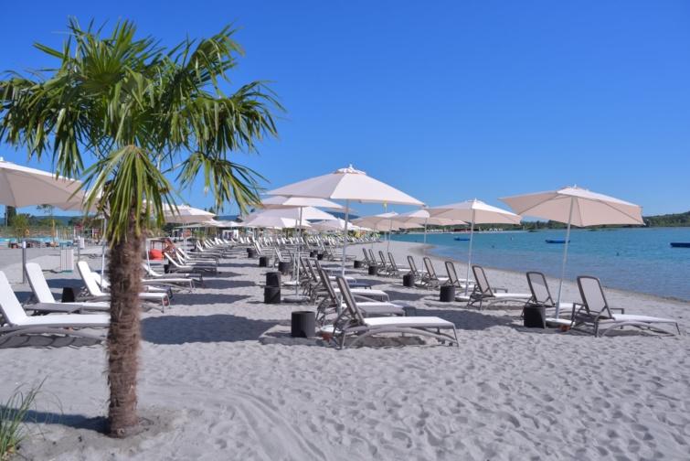 Nyit a Lupa Beach
