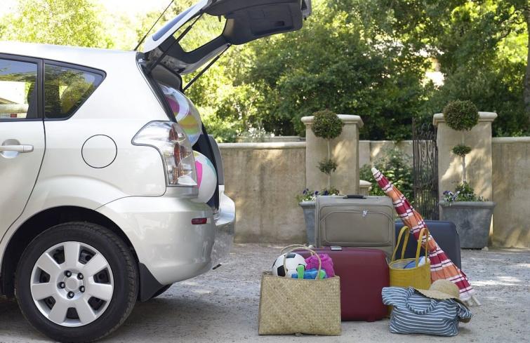 utazás bőröndök belföldi turizmus