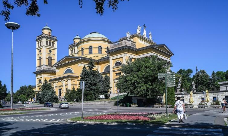 Egri Szent Mihály- és Szent János-főszékesegyház