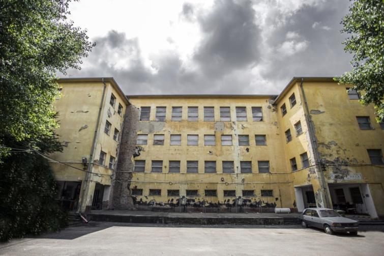 Elhagyatott laktanyaépület, airsoft pálya a 18. kerületben.