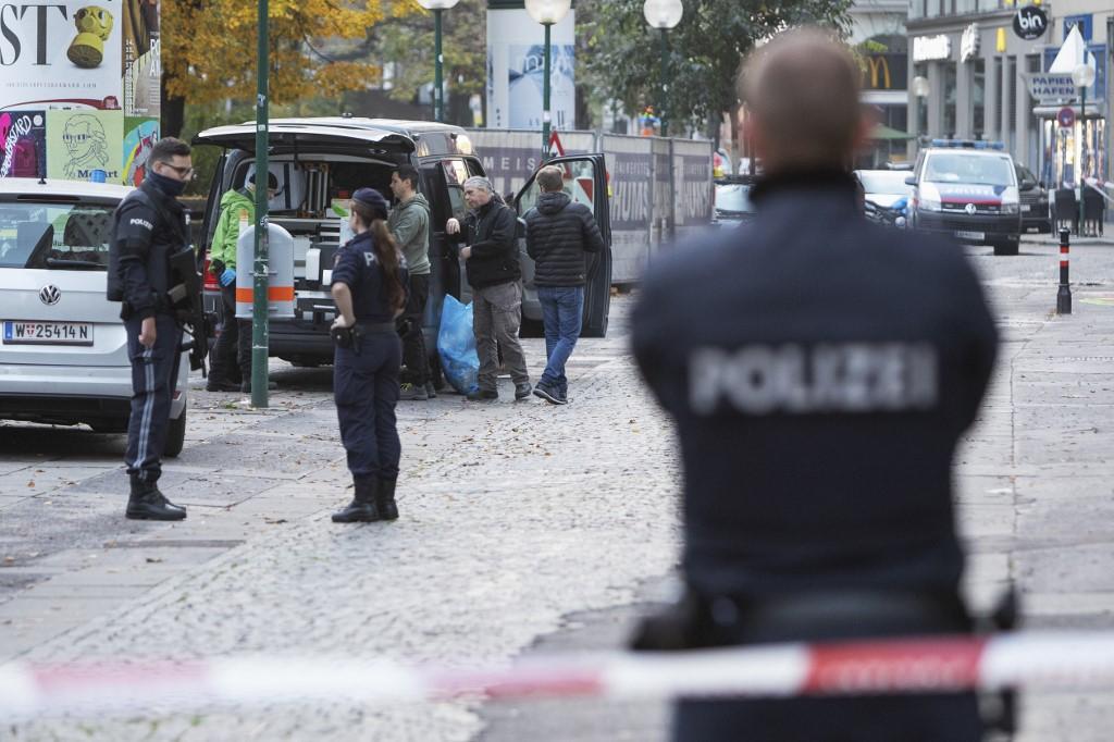 Terror feketíti be Bécset: magyarok beszámolói a támadás után