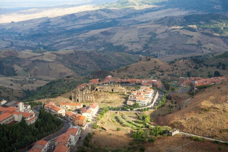 Troina látképe, Szicília