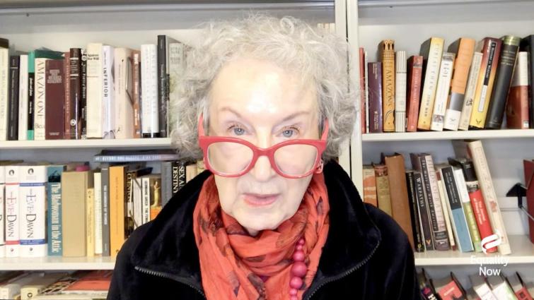 Margaret Atwood kanadai író.