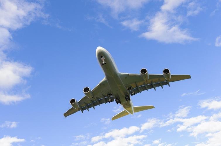 Lufthansa repülőgép a magasban.