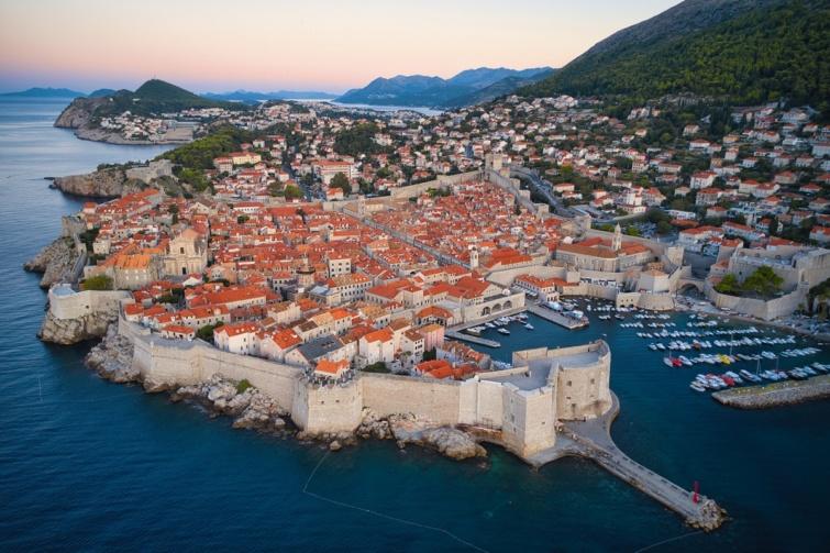 Dubrovnik látképe a tenger felől.