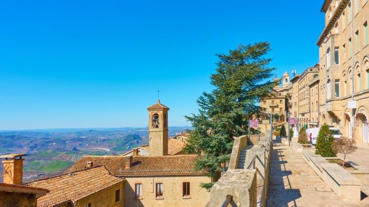 Utcakép San Marino városából.