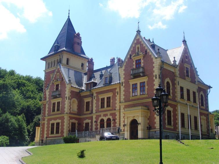 A parádsasvári Károlyi-kastély.