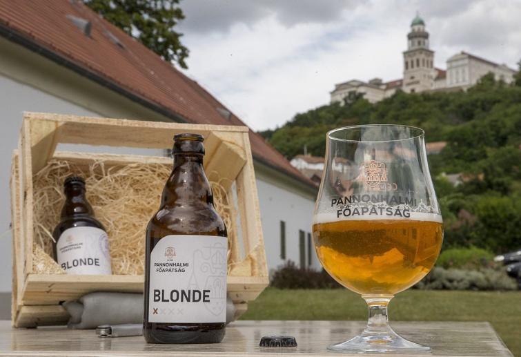 Belga típusú sörökkel Pannonhalma