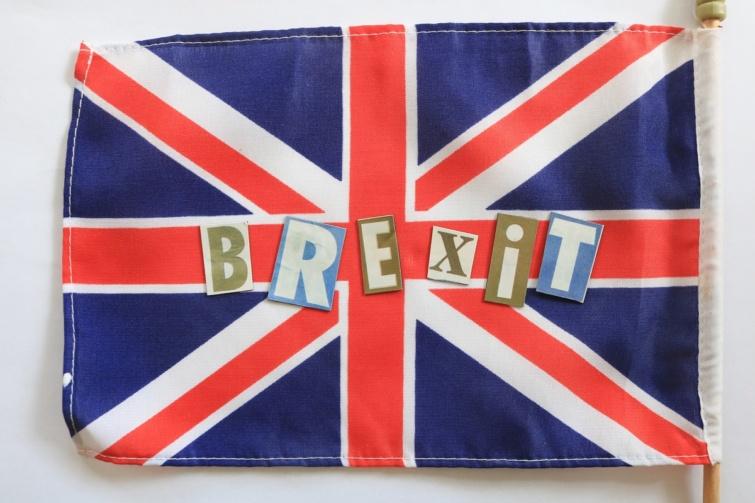 Brexit felirat egy brit zászlón.